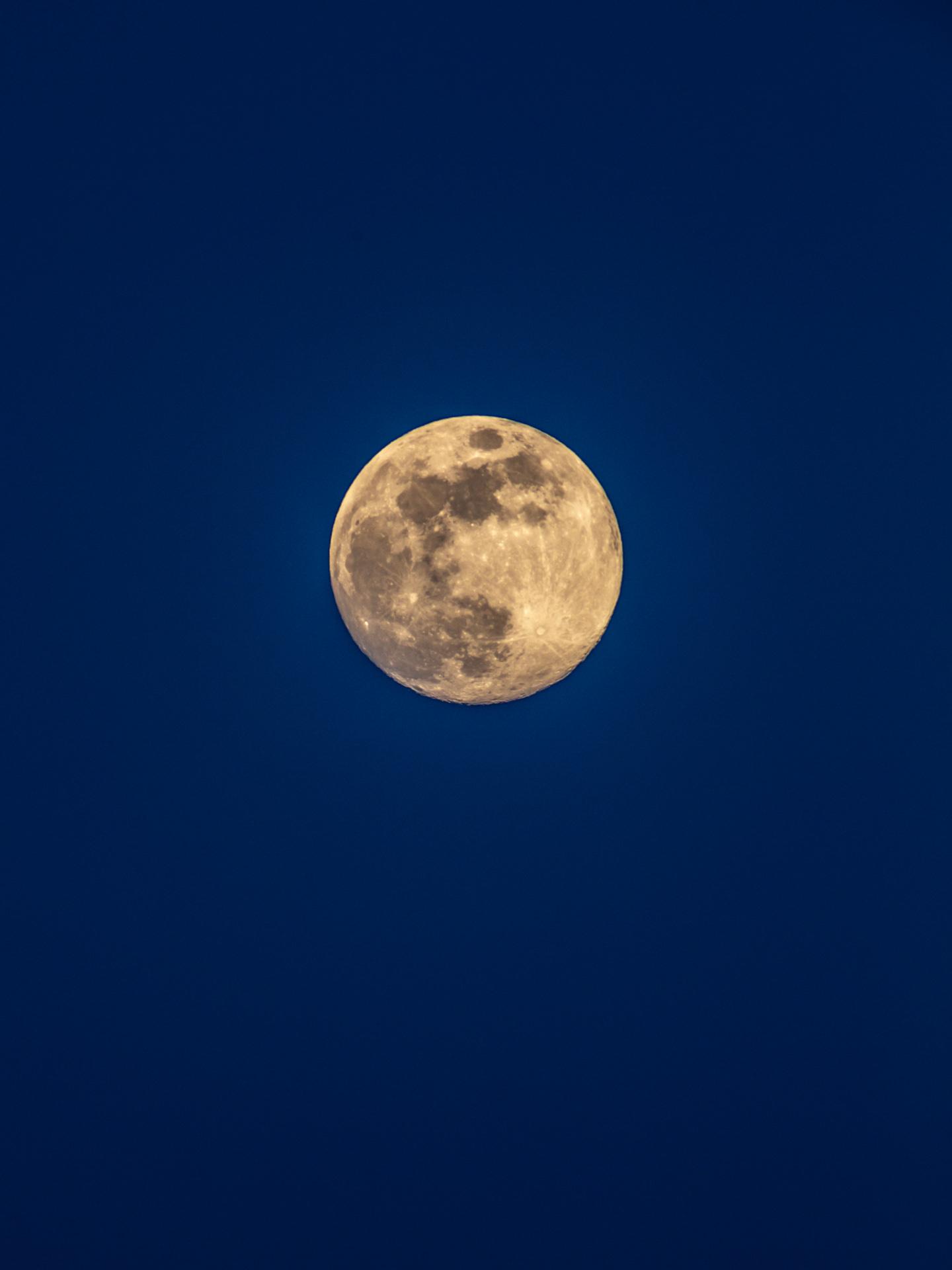 The Moon | 20190517 2015 E:38.96x77.00@84m