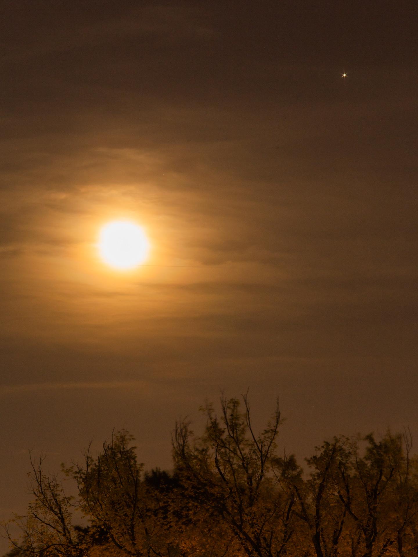 Waning Gibbous Moon and Jupiter 20190520 2311 E:38.96x77.00@84m