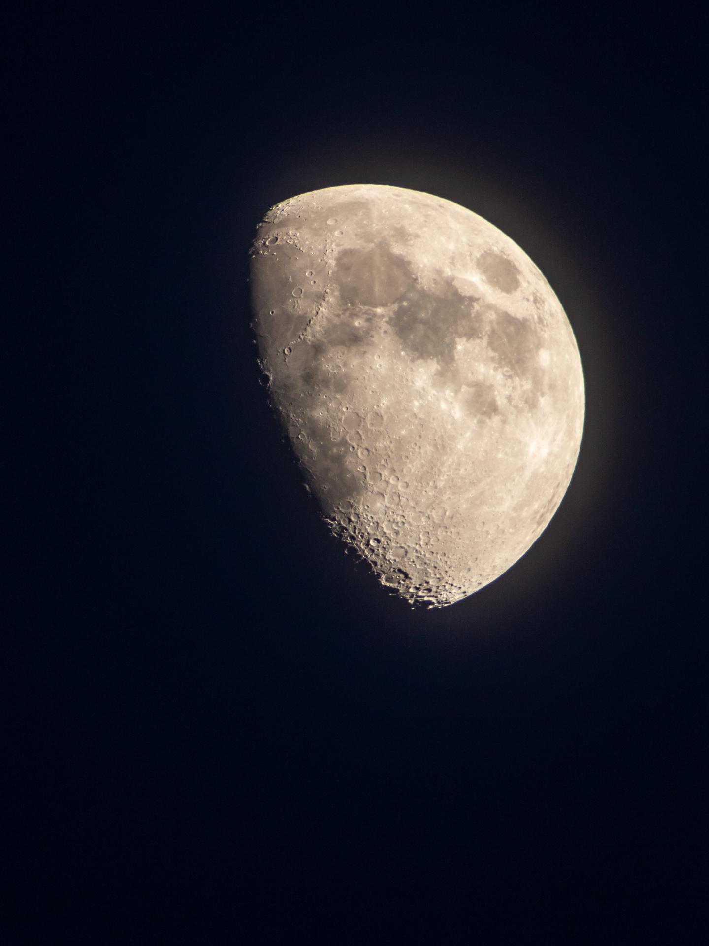 Waxing Gibbous Moon | 20190611 2049 E:38.96x77.00@84m