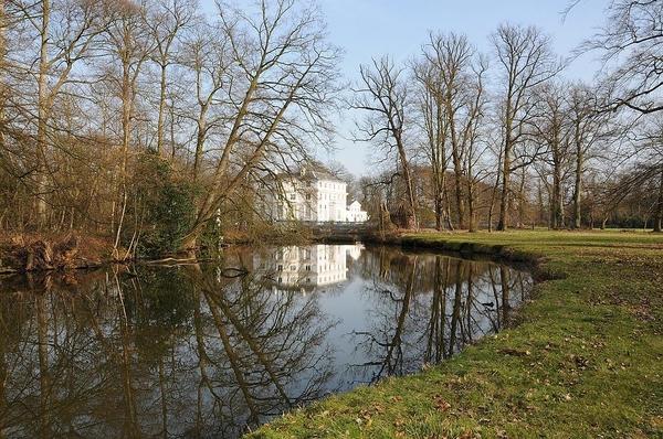 Wandelen in het park Hof ter Linden.