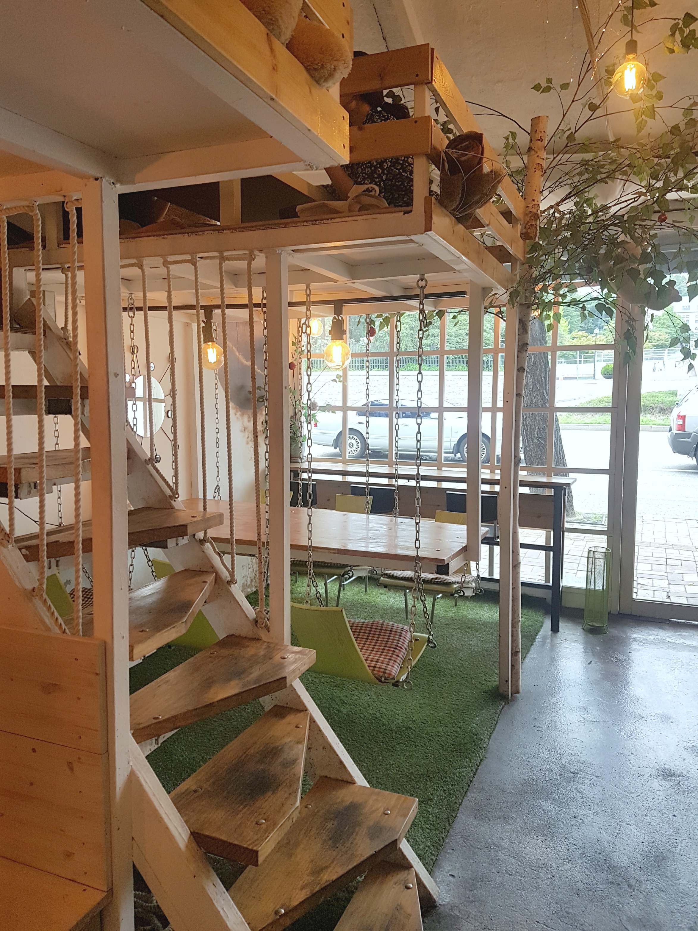 I think I have already found my favorite café in Seoul. I mean who would not want to drink their coffee in a swing?