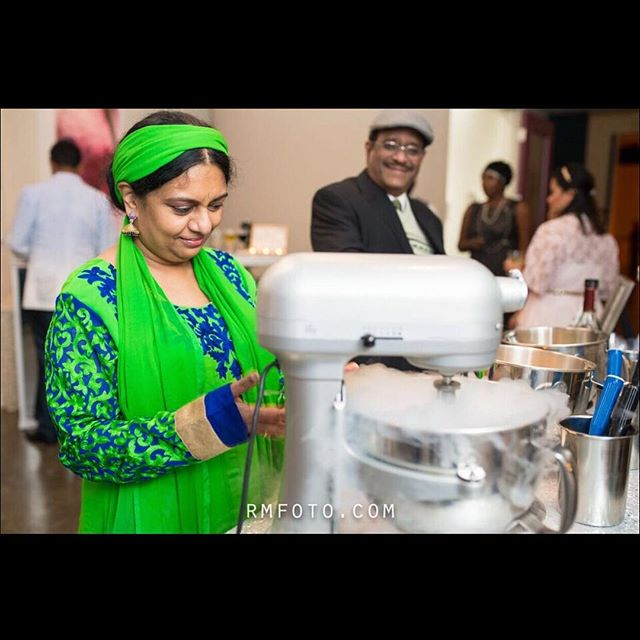 We always enjoy interacting with guests, sharing with them how we combine liquid nitrogen to our award-winning ice cream. Here you had the tough choice of choosing between Peppermint, Vanilla Bean, or Spiked Eggnog for this holiday party. ⠀⠀ •⠀⠀⠀ •⠀⠀⠀ •⠀⠀⠀ One of the most unique elements of this night with @5226ElmEvents was an English style Double Decker bus parked outside the venue. This offered the perfect combination of private, quiet space where a cigar bar could be set up. We have yet to see anything quite like that since, so if you spot one driving the streets of Houston let us know! 💂🏻‍♀️🇬🇧🚌⠀⠀⠀ •⠀⠀⠀ •⠀⠀⠀ Venue: @5226elmevents ⠀⠀⠀ Planner: @exspensivetastecatering⠀⠀⠀ Photographer: @photographercj  #nitrogenicecream #houstondesserts #nitroicecream #uniquedesserts #spikedicecream #icecreamcatering #houstoncatering #houstontreats #nitrodessert #houstonicecream⠀⠀⠀