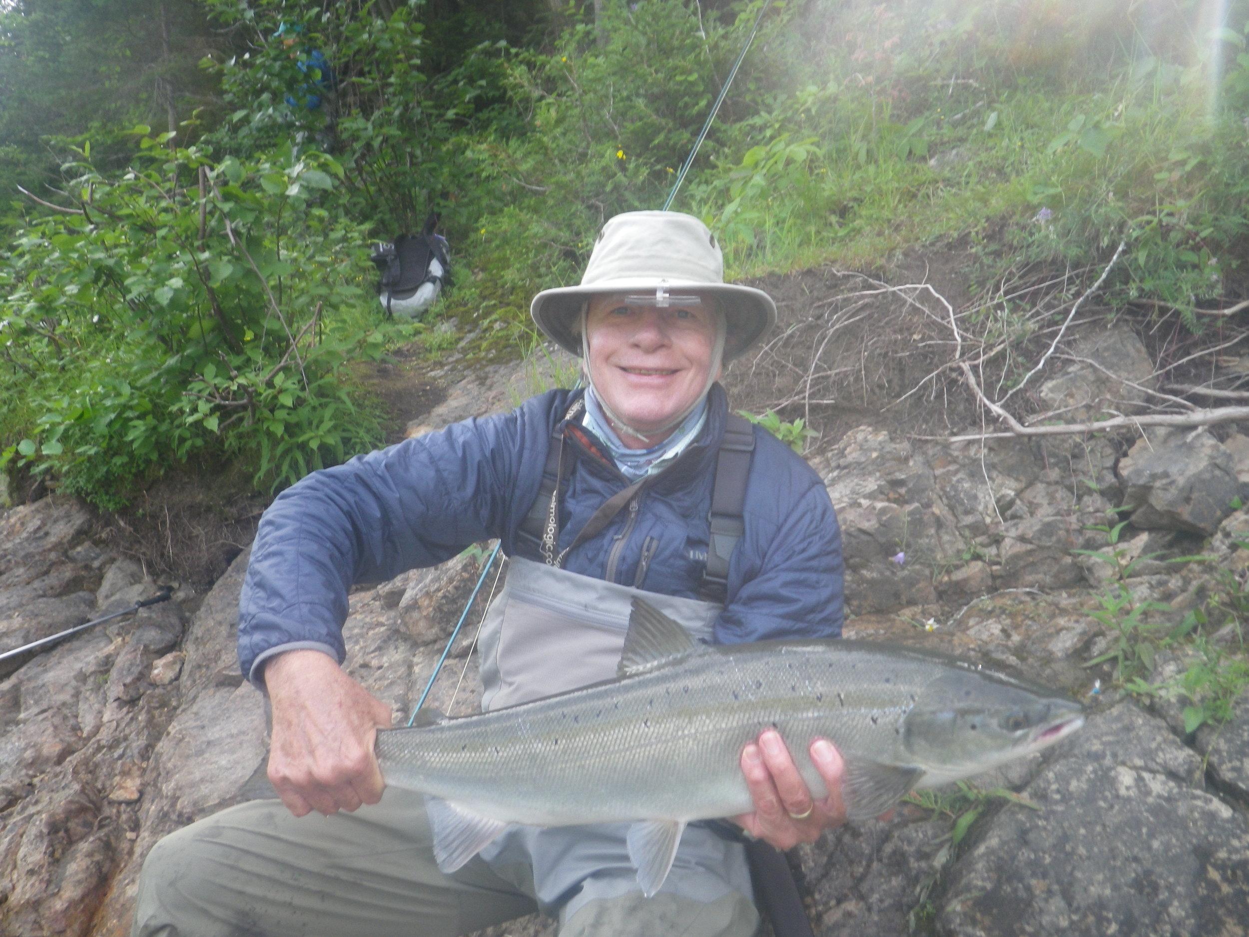 Stewart Seibens est un client du Camp Bonaventure depuis longtemps.Le voici avec son premier saumon de la saison 2019. Félicitations, Stewart!
