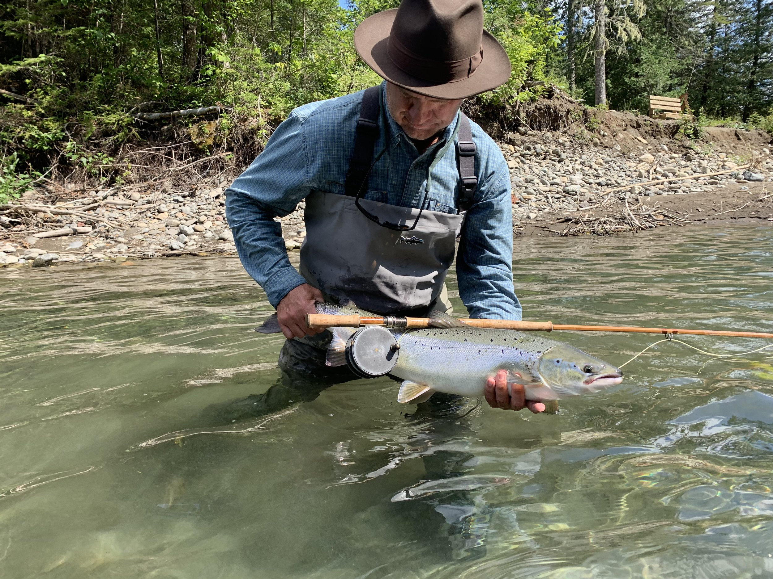 Mark Moorman a capturé ce magnifique saumon fraîchement monté en rivière. Félicitations, Mark!