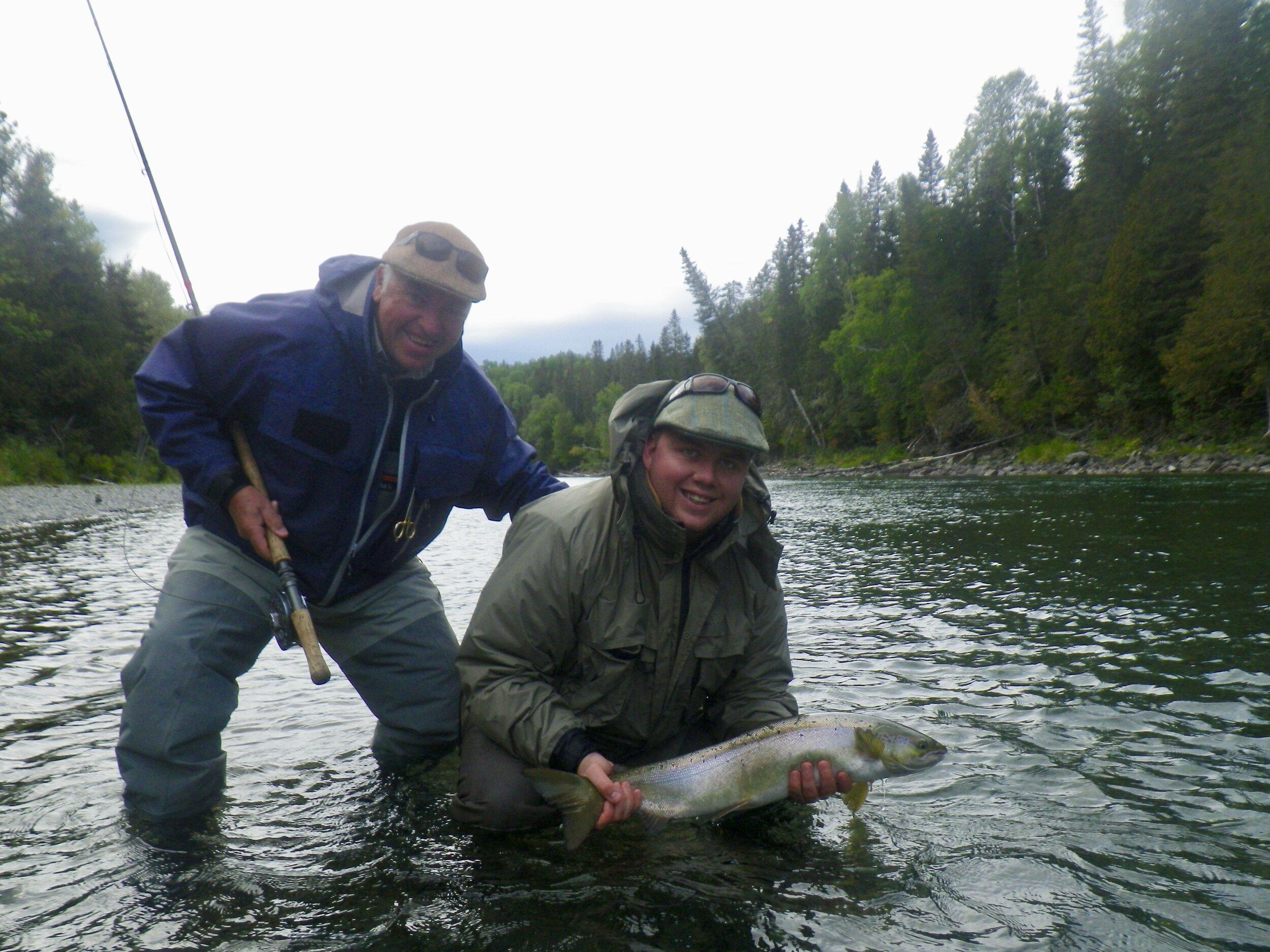 Nous avons eu le plaisir d'accueillir le duo père-fil Scott Brown et Michael Brown au Camp Bonaventure cette semaine. Michael est prêt à remettre à l'eau sa magnifique prise dans la rivière Bonaventure. Beau travail!