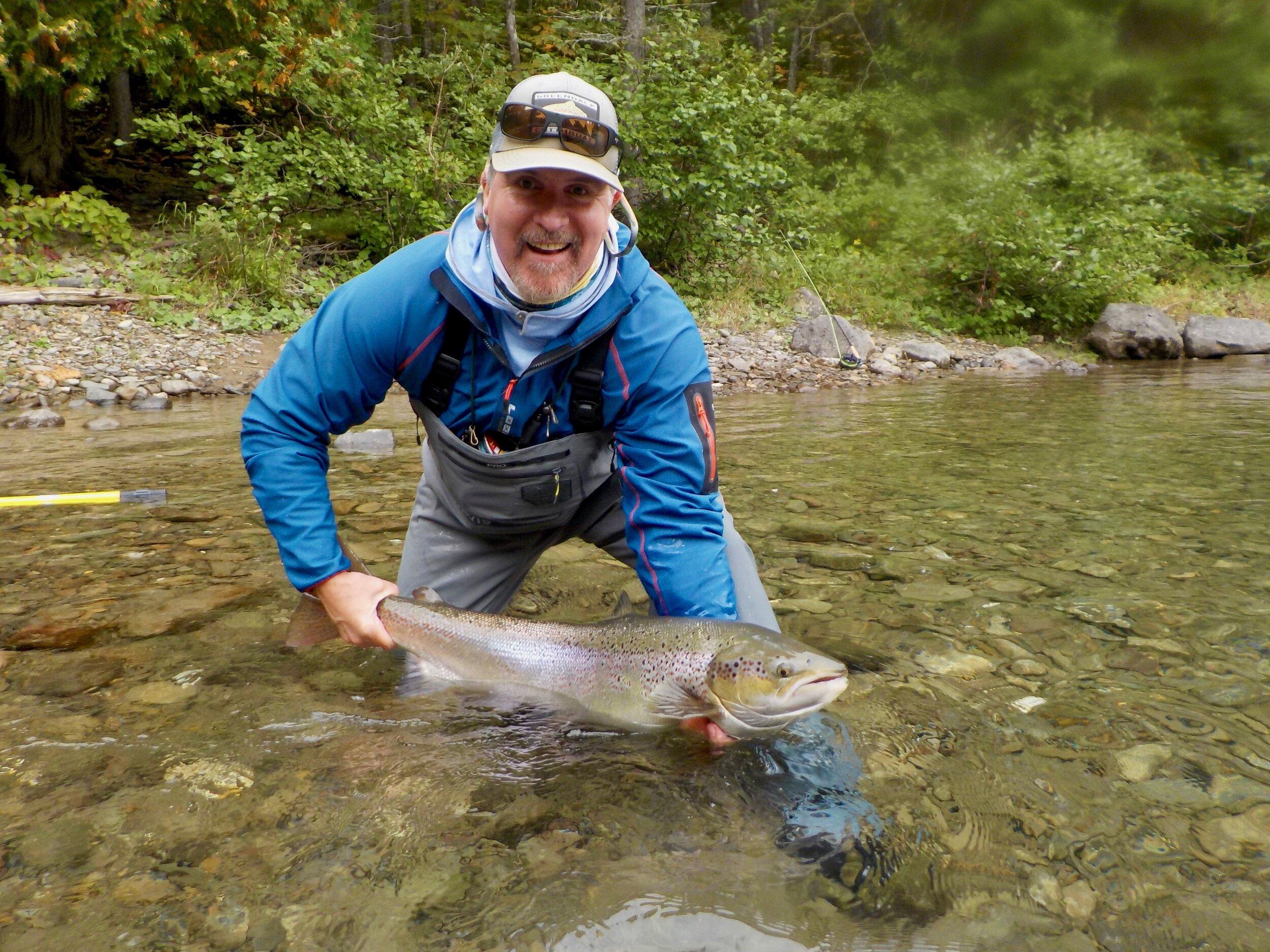 Mike Haskell a capturé ce superbe spécimen dans la rivière Bonaventure. Félicitations, Mike! On espère te revoir l'an prochain!