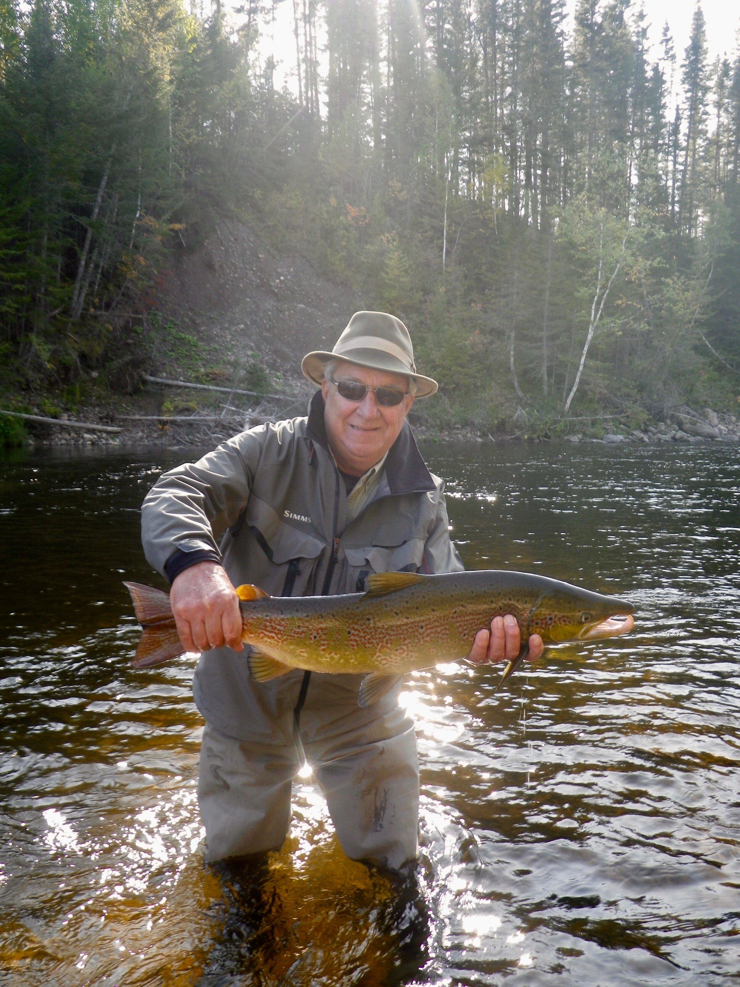 Notre cher ami Fred Benere a capturé ce magnifique saumon dans la Grande Cascapédia. Bien joué, Fred! Au revoir et à l'an prochain!