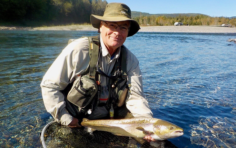 Dave Edwards, qui en était à sa première visite au Camp Bonaventure, a capturé ce superbe saumon dans la rivière Bonaventure. Félicitations, Dave!