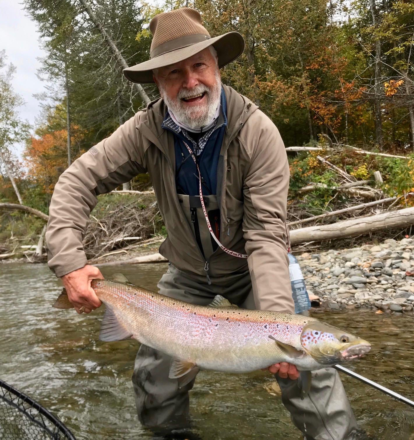 Jim Fowler a passé une journée incroyable sur la Petite Cascapédia, où il a capturé ce beau spécimen. Félicitations, Jim!