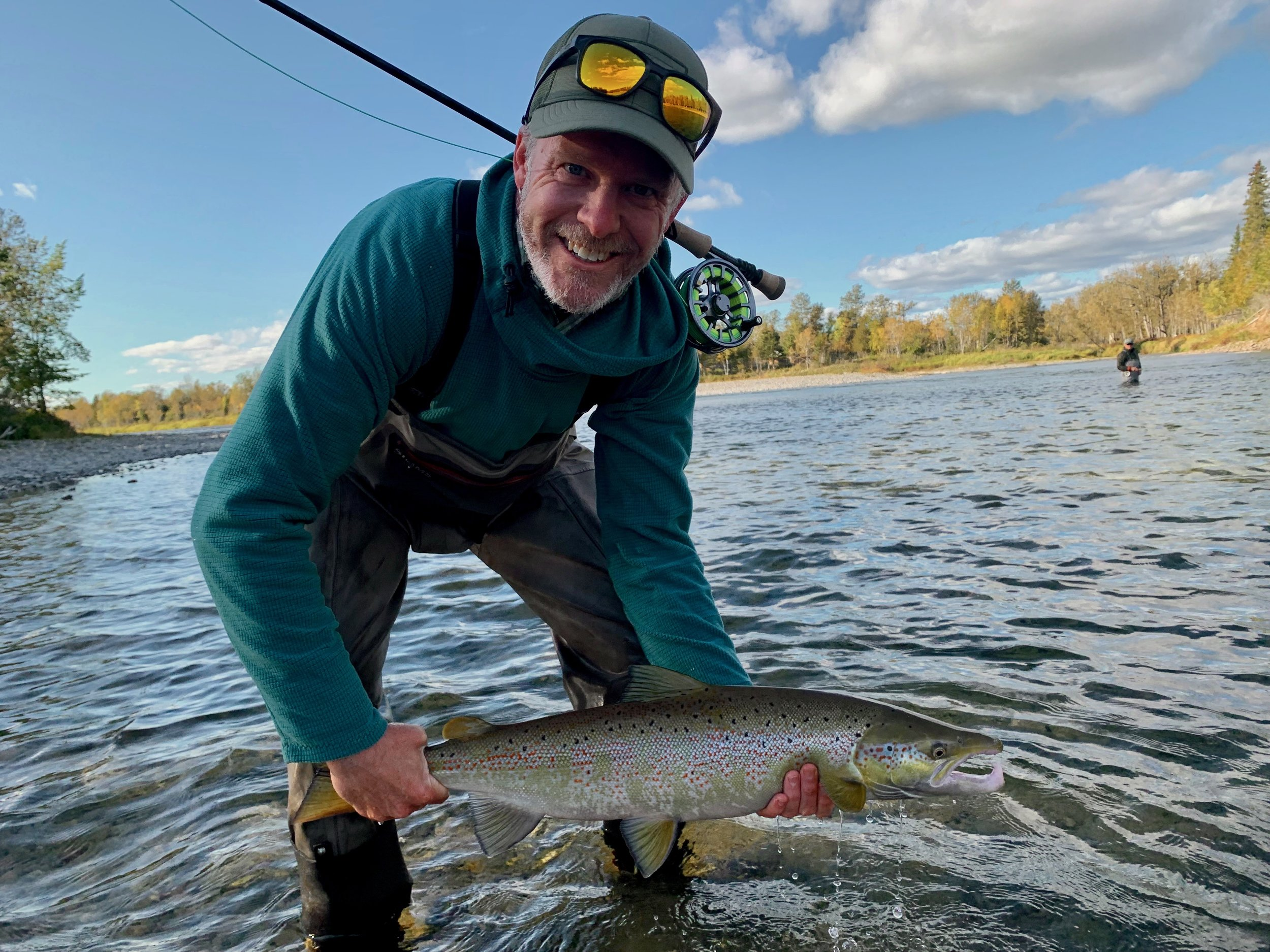 Craig Fowler a capturé ce magnifique saumon sur la rivière Bonaventure, avec les conseils de notre guide Robert. Félicitations, les gars! Beau travail!