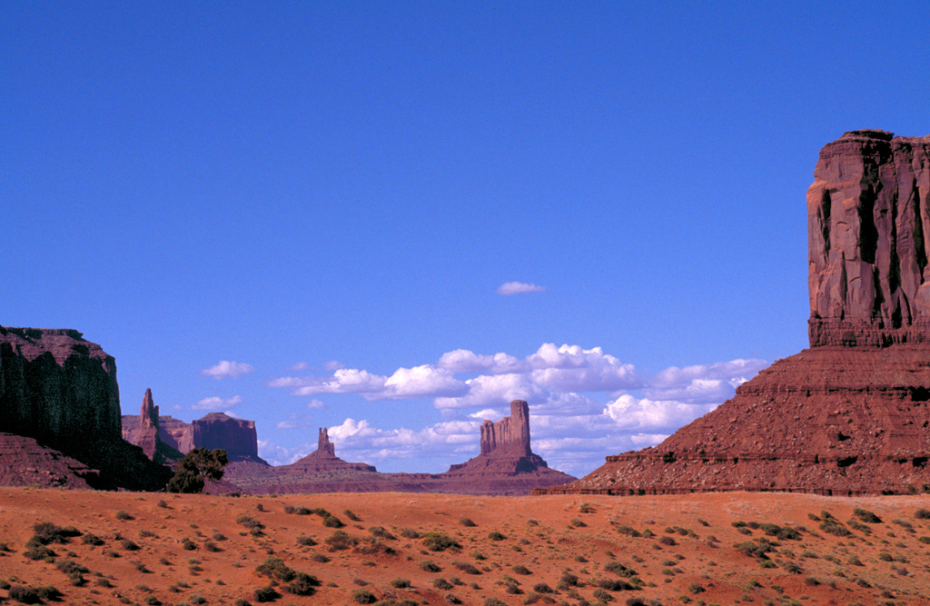MONUMENT-VALLEY-WIDE-VIEW-copy.jpg
