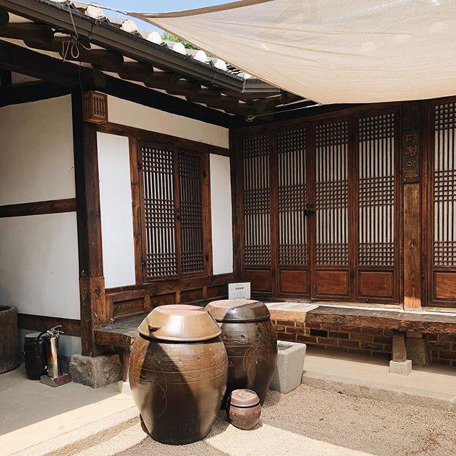 Kimchi #koreajapantrip #traveling #wanderlust #dreamingback #adventure #love #korea #seoul #inspiration #wood #architecture #woodwork #shoji #kumiko #food #kimchi