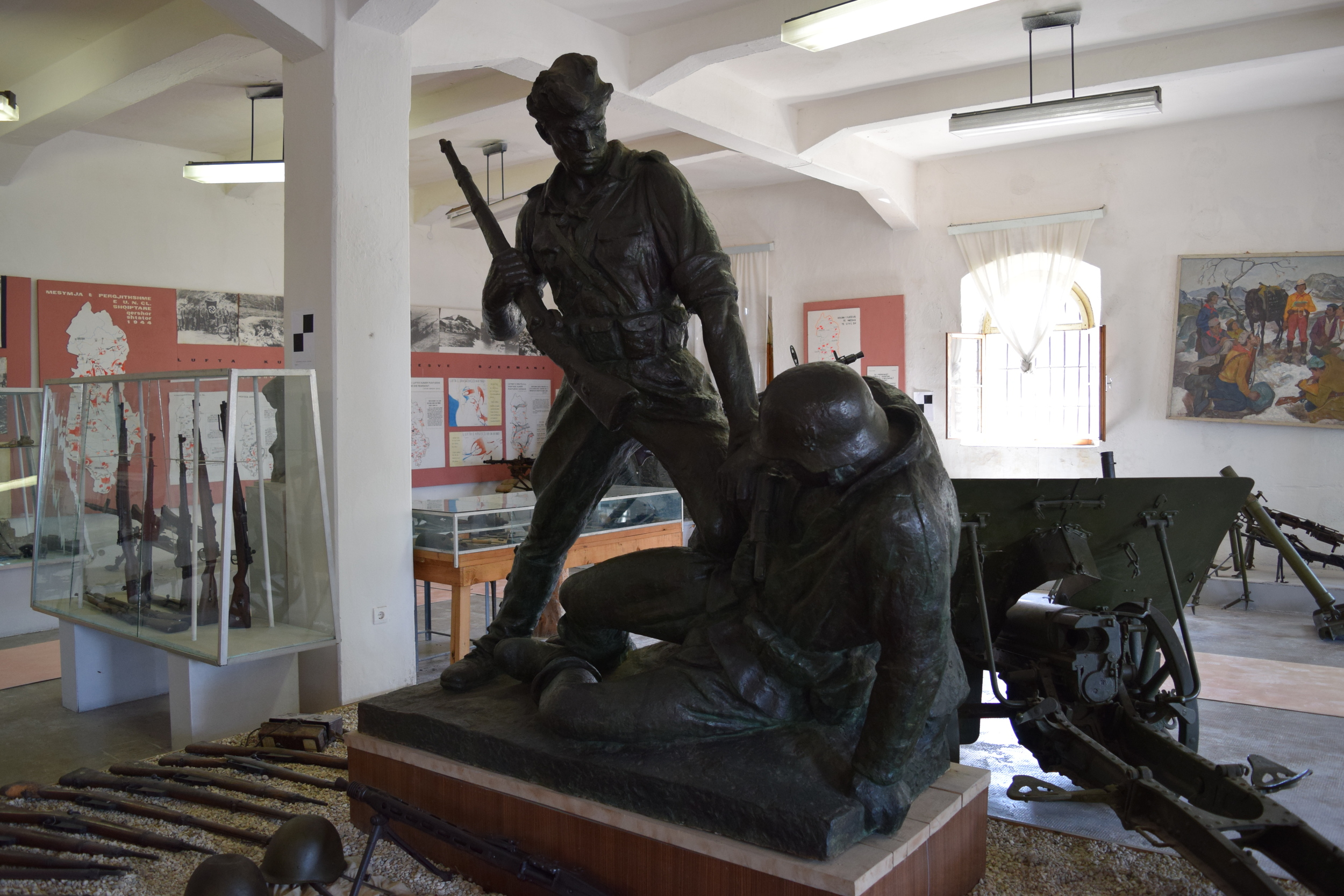 Statue of a partisan fighting a German soldier