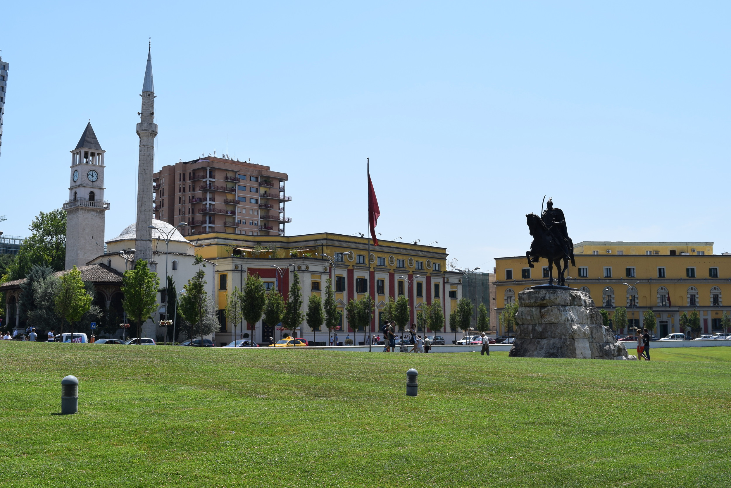Et'Hem Bey Mosque on the left with statue of Skanderbeg