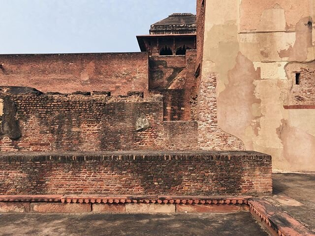 Agra Collage, overlays of sandstone, terracotta bricks and limestone plaster #IndiaInMind #studiorawmaterial