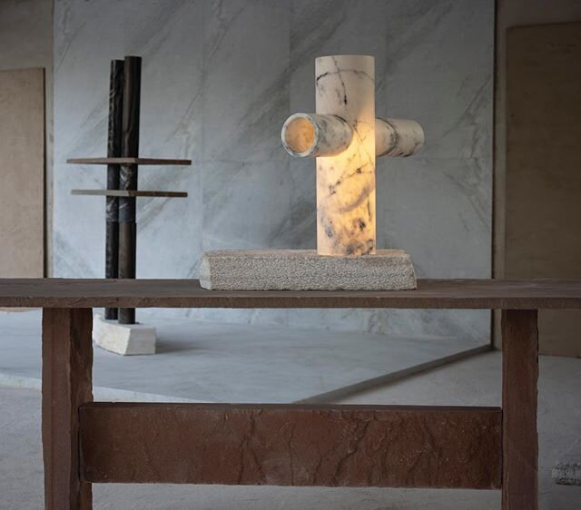 LOMAS LAMP is a study of how light travels through marble. The light passes through the intersecting volumes to create a halo | (L82 W60 H80 cm)  On show at @collectiblefair  05-08 March as part of the curated section  #collectibledesign #collectiblefair #studiorawmaterial #marbleoffcuts #IndiaInMind #BarabarSeries