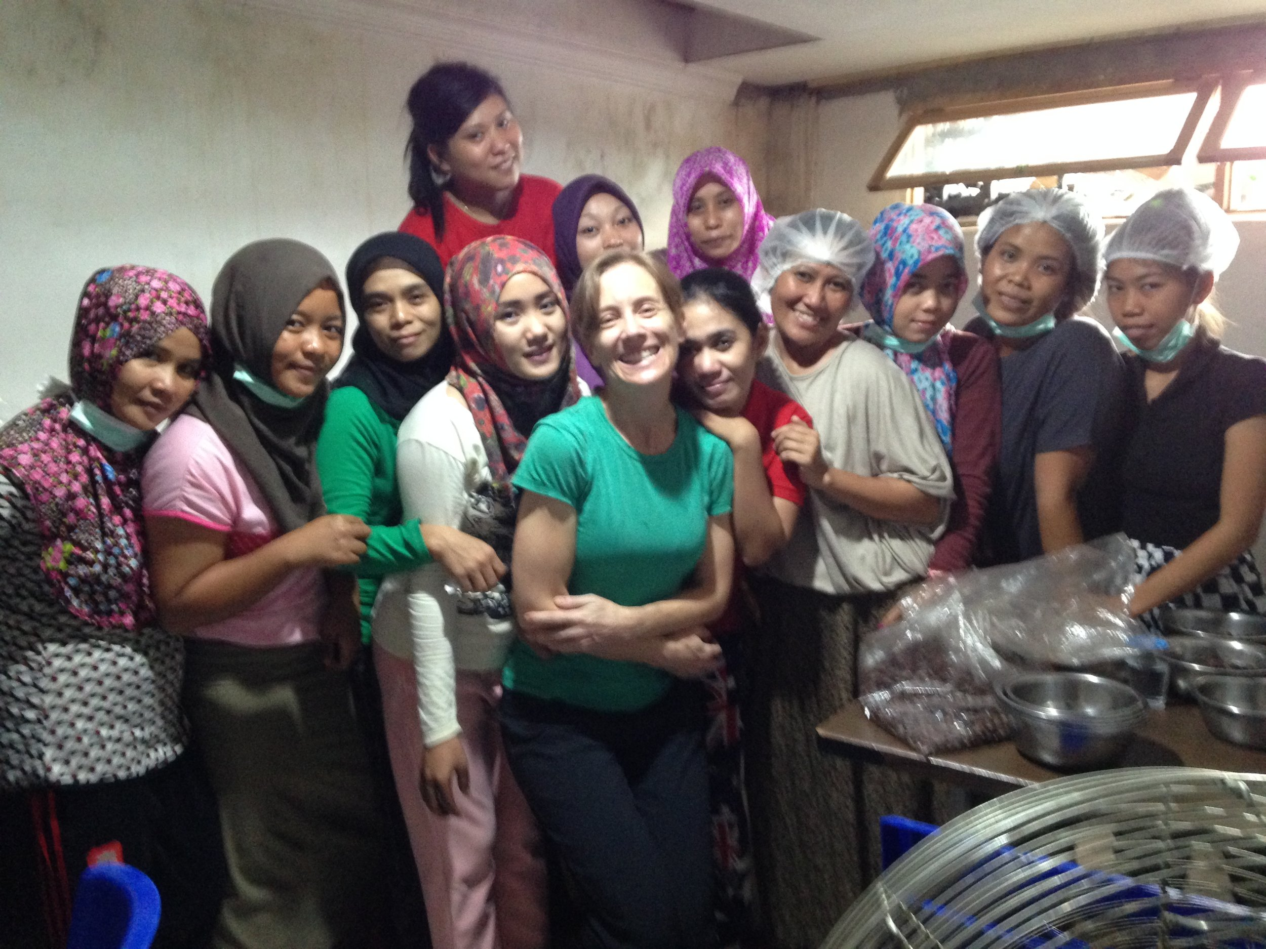 Cokelat-Chalodo-Gourmet-Snacking-Cacao-cocoa-snack-processors-hand-shelled-peeled-cocoa-beans-women-empowerment