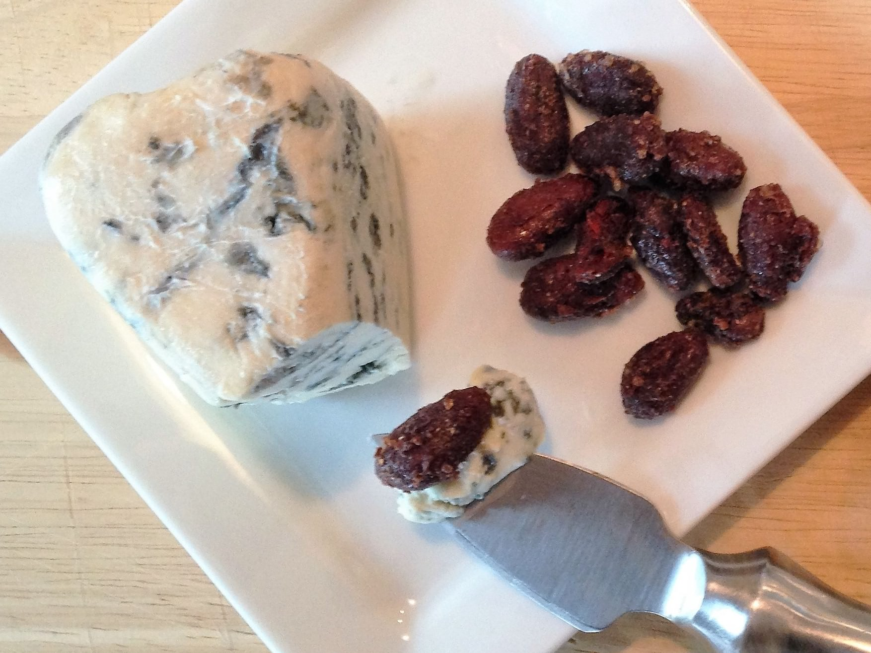 good-king-gourmet-snacking-cacao-love-blue-bleu-cheese-cinnamon-nutmeg-clove-cardamom