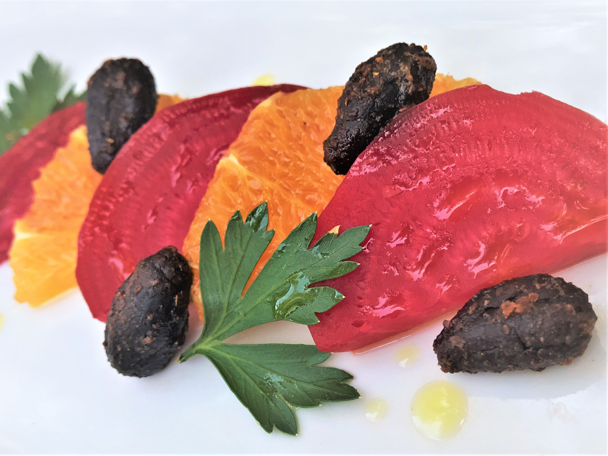 good-king-gourmet-snacking-cacao-strength-spicy-chili-orange-beet-salad-slices
