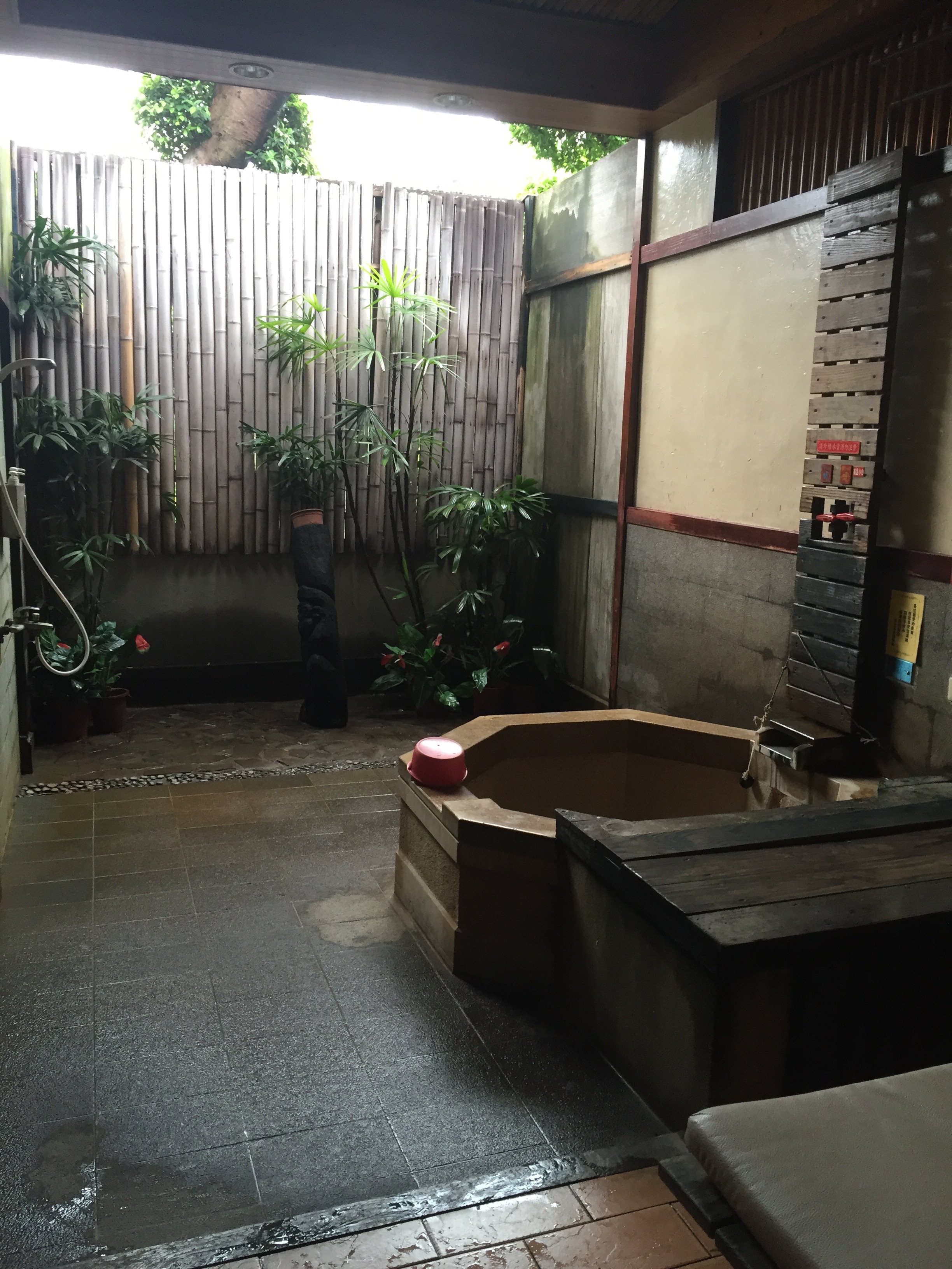 Semi-outdoor private bath