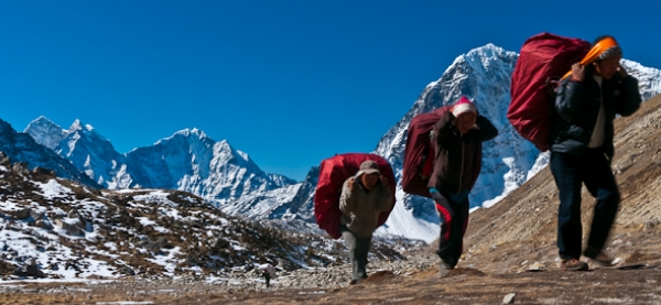 Sherpas-on-trail-to-mount-everest.jpg