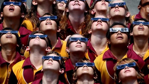 eclipse Crowd.jpg
