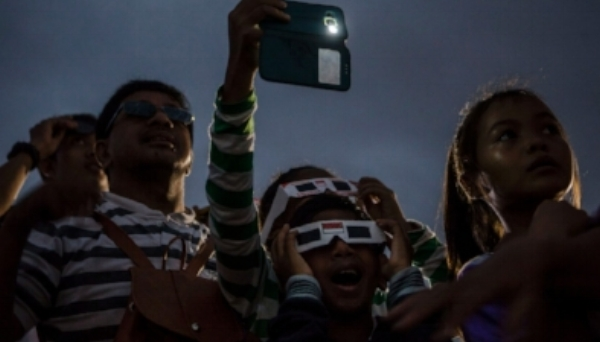 eclipse-people dark.jpg
