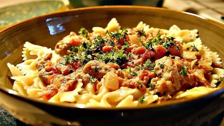 bow tie pasta with tomatoes and sausage