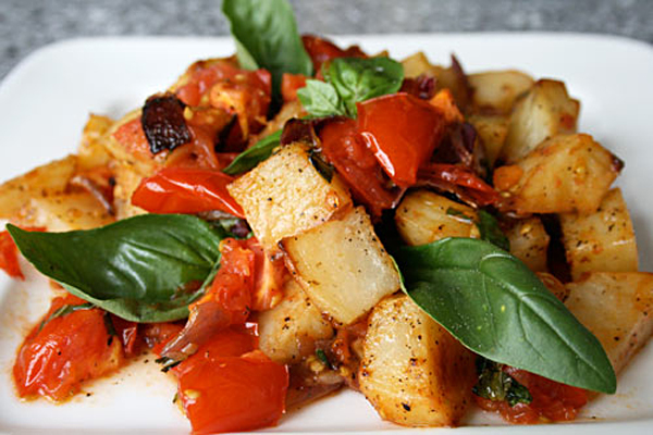 potatoes with tomatoes and basil