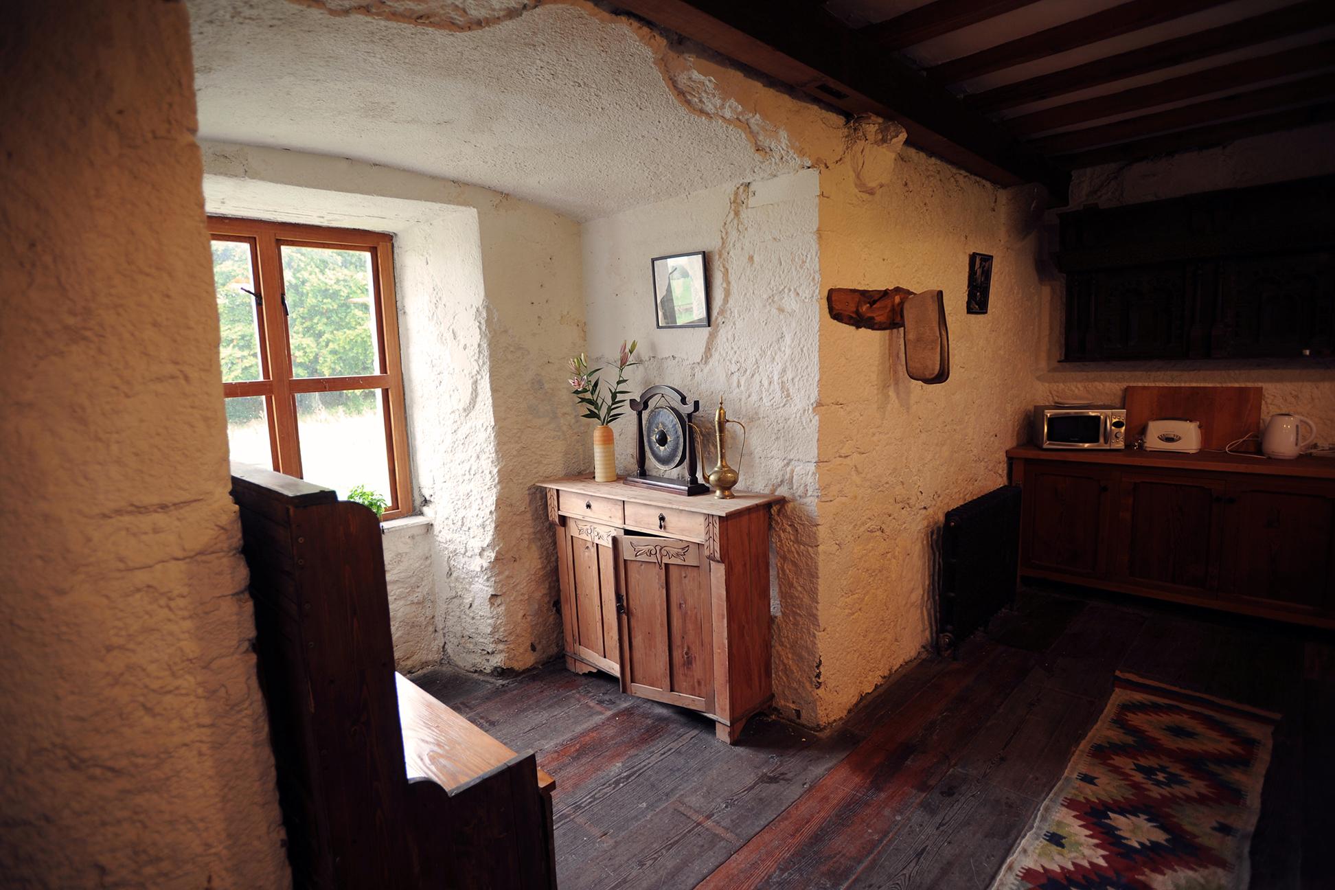 kitchenwindow.jpg