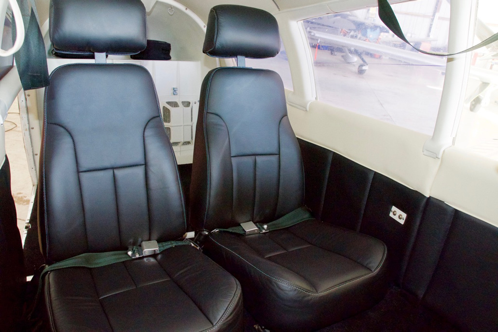 N15123_rear_seats.jpg