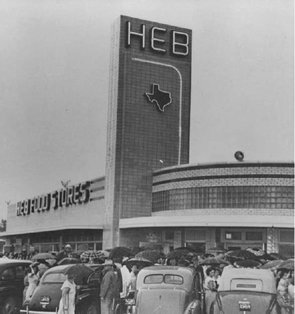 Photo: Texas Public Radio, HEB Store Opening in 1945