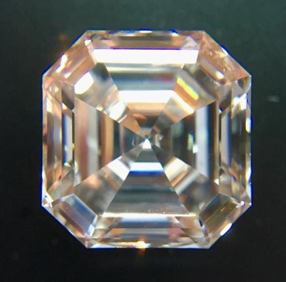 Asscher cut diamond, 3.21cts with GIA report, F color