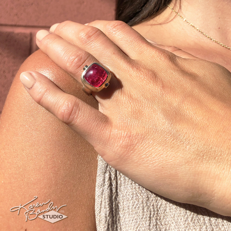 karen-bandy-berry-pink-natural-african-spinel-chrome-diopside-white-gold-ring.png