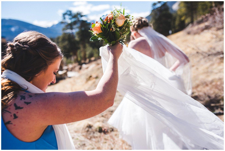 pretty wedding veil photo in mountains