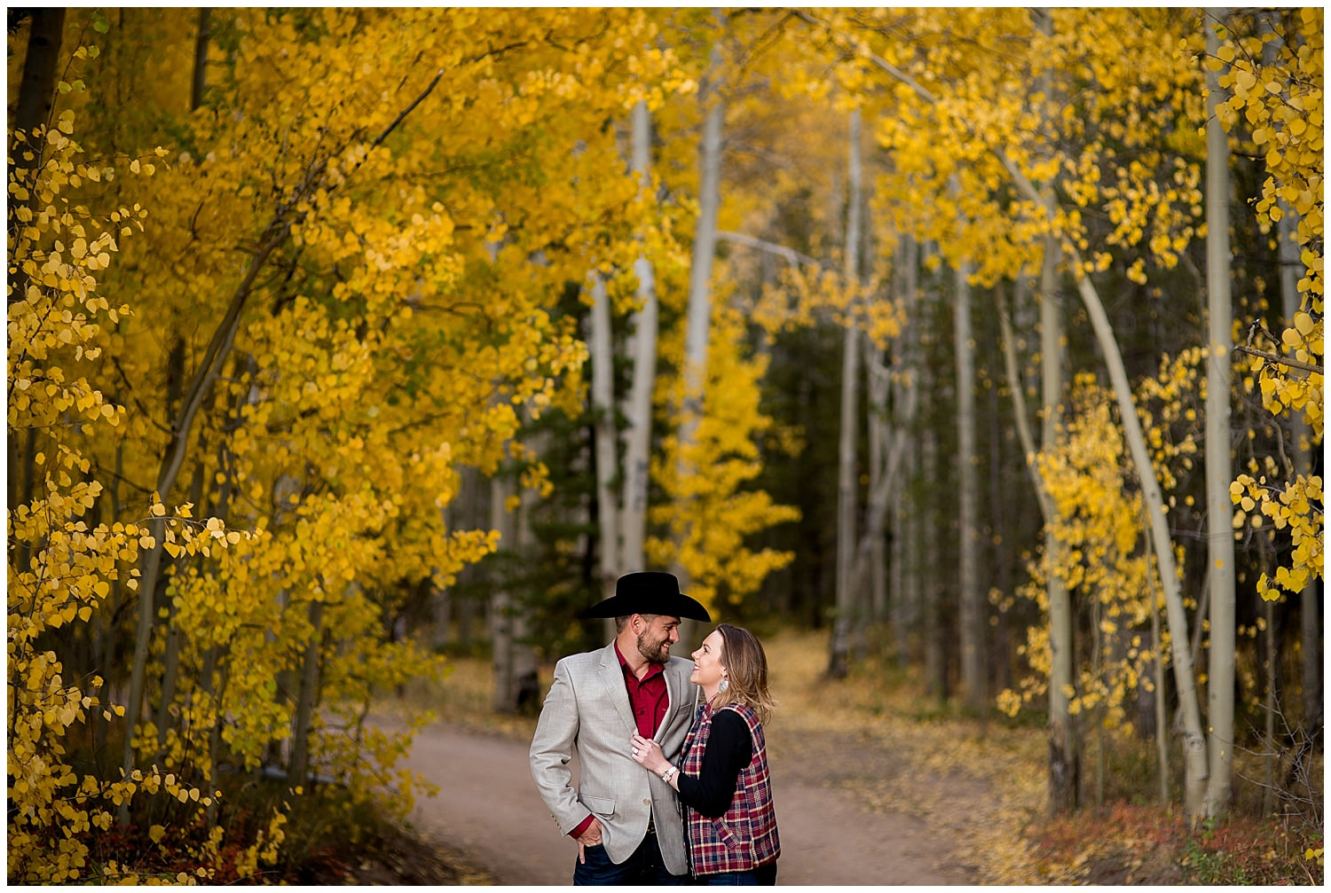 Colorado Fall engagement photo in Aspens