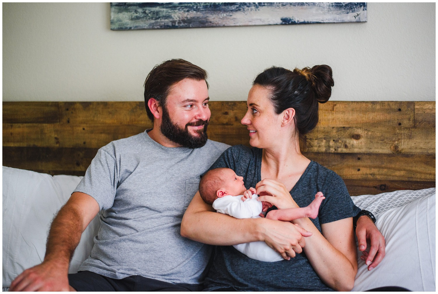 lifestyle family photography with newborn