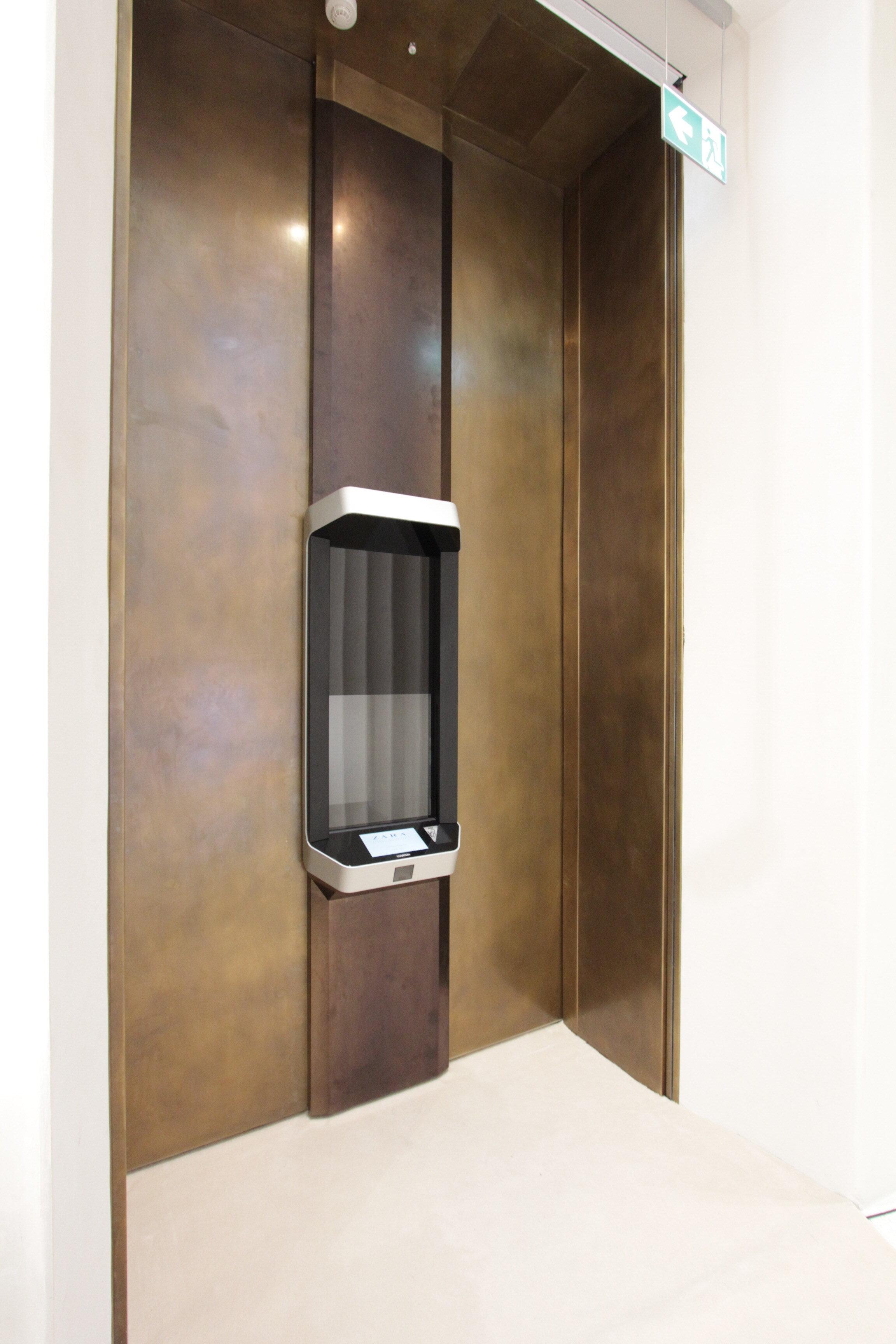 Cleveron 402 Zara Milan_1.JPG