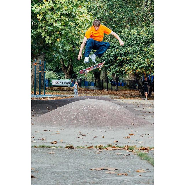 Levi | Pop shuvit on some London crust