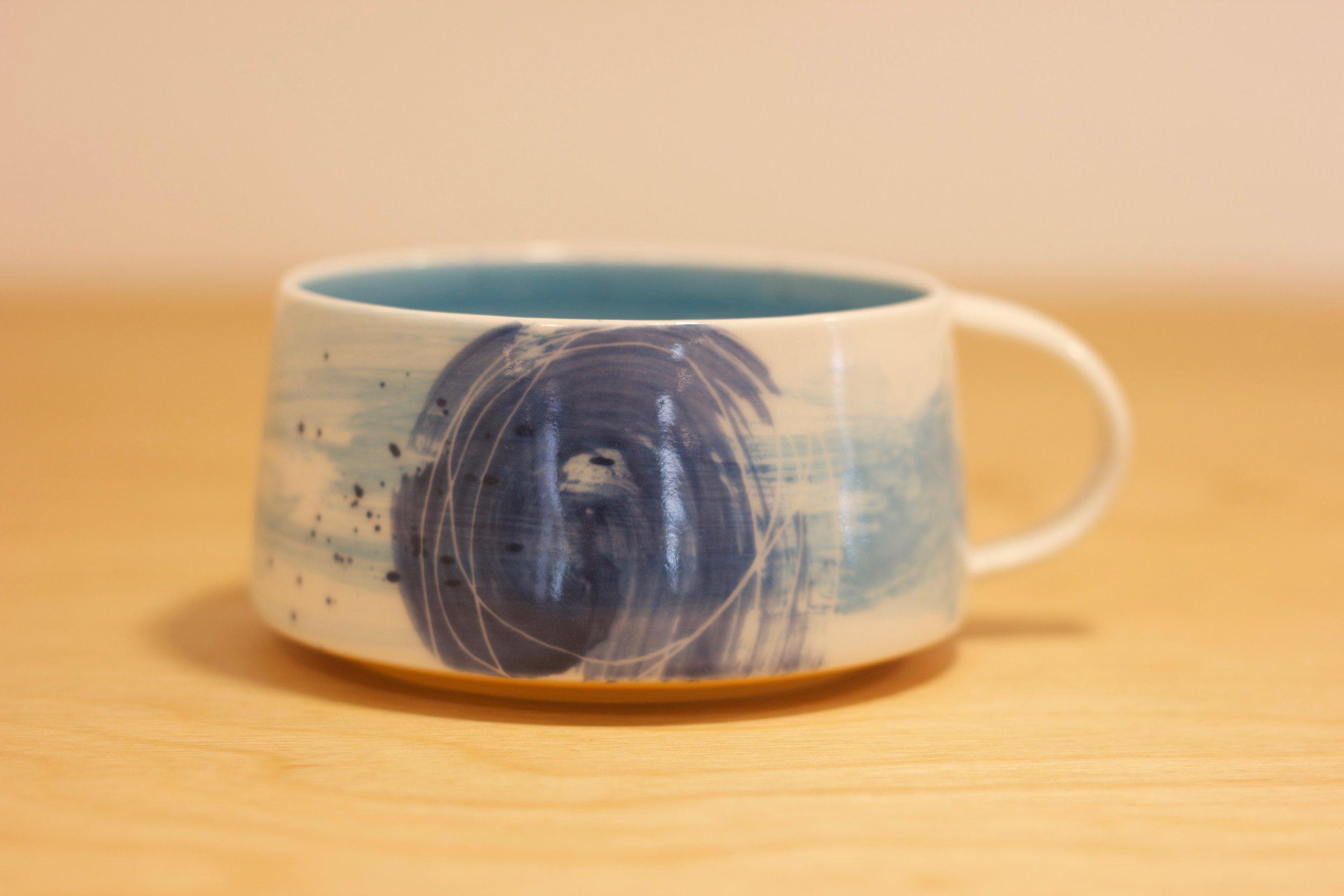 JM005 Large Cup Blue Circle