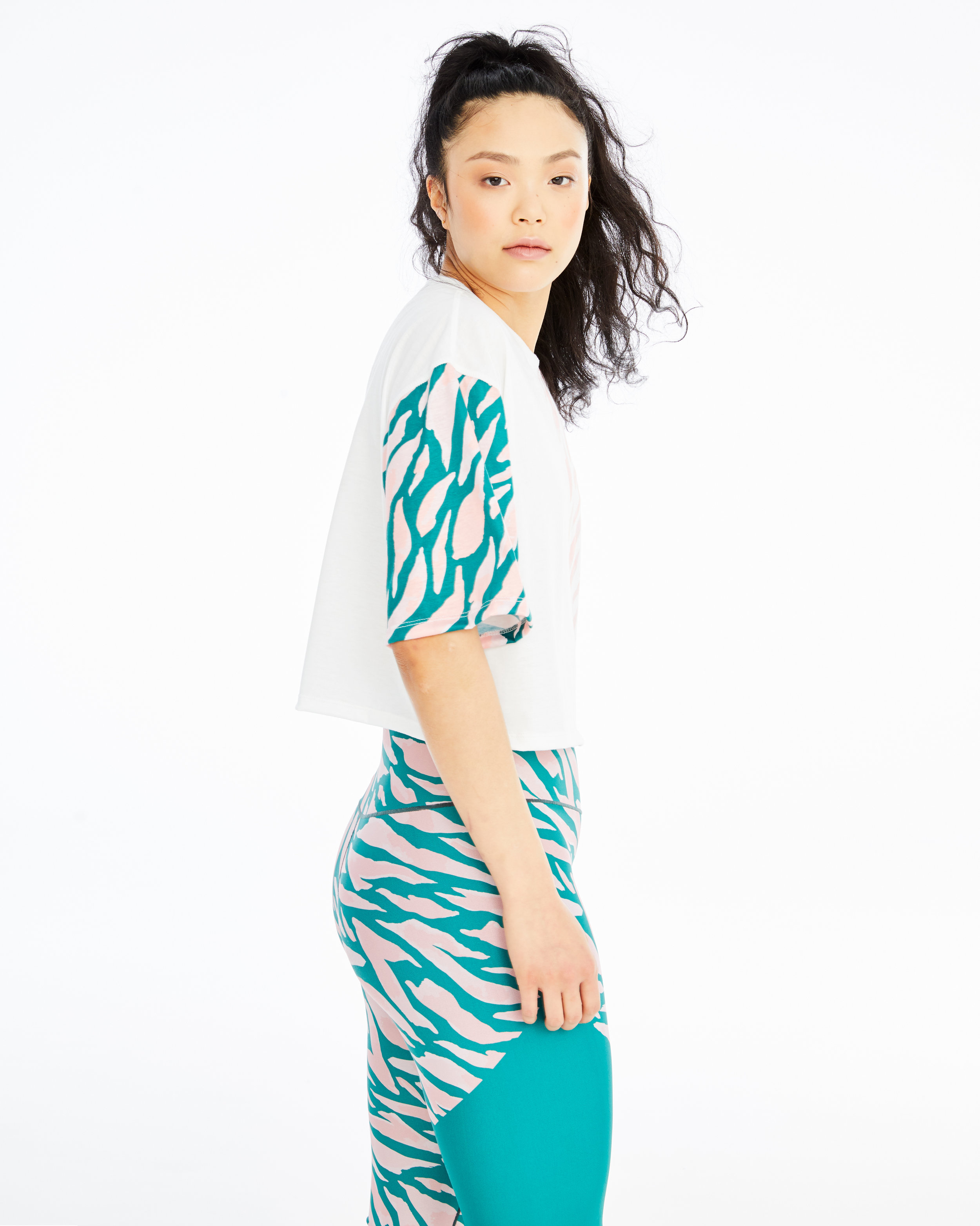 DAY_WON_SPRING19_GREVY_CROPPED_TEE_1534.jpg