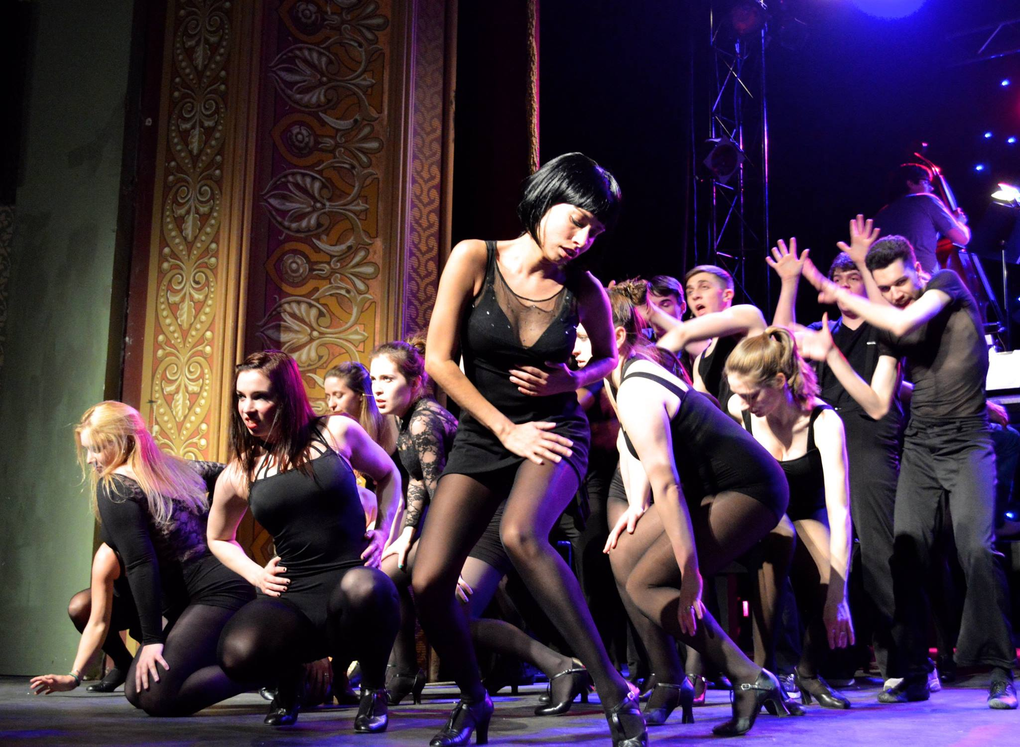 Janina Gozalez (center) with members of the cast of 'Chicago' Photo by Erin Drew