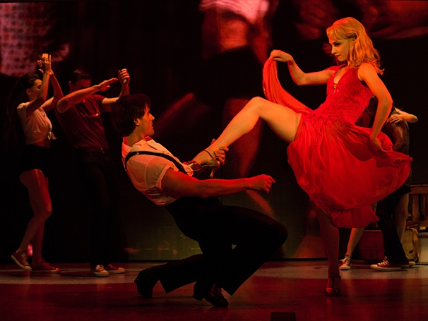 Samuel Pergande (Johnny) & Jenny Winton (Penny) in the national tour of Dirty Dancing (Photo by Matthew Murphy)
