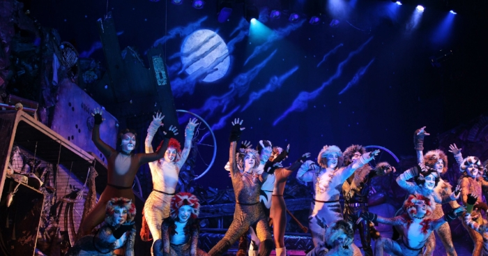 636439547050930621-Cats-cast-and-moon.jpg