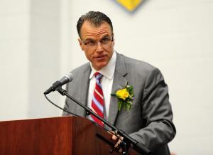 Superintendent Robert Fulton (Dan Cook)
