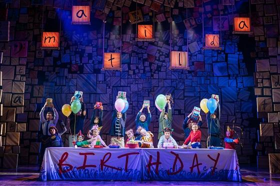2-RSC-Matilda-The-Musical-UK-Ireland-Tour.-The-Company.-Photo-Manuel-Harlan.jpg