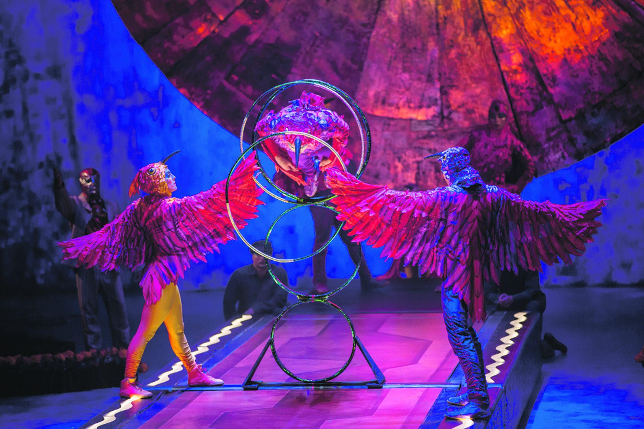 cirque-25665_04_Hoop_Diving-0204_MediumResolution.jpg