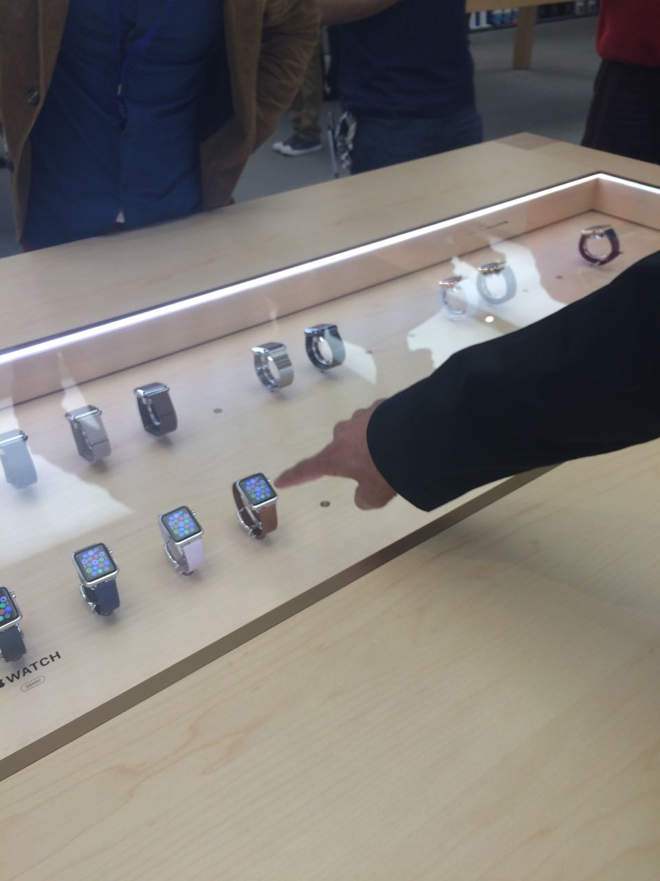 apple_watch_apple Store2.jpg