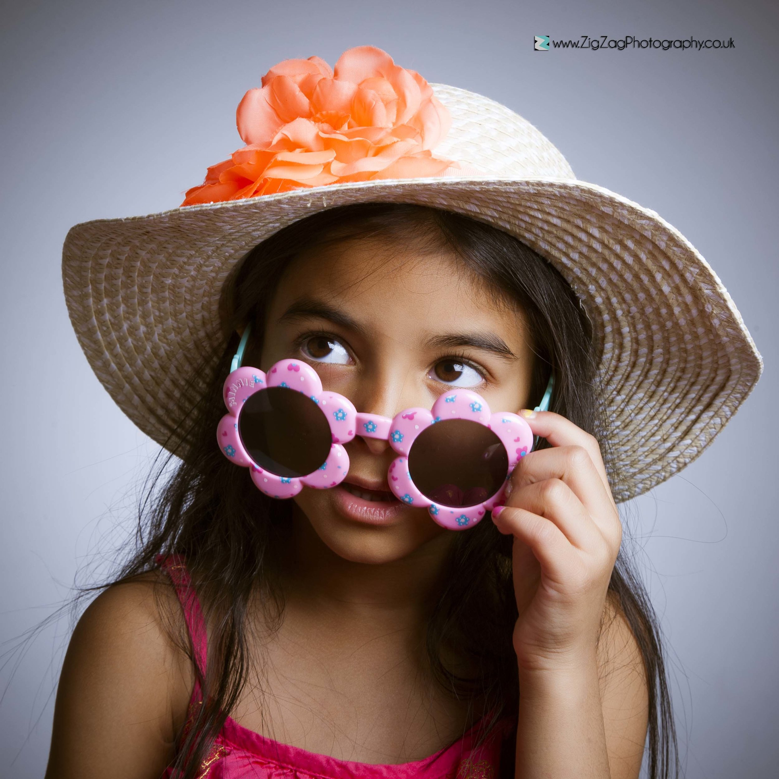 photography-studio-leicester-photography-zigzag-hat-sunglasses-child-girl-ideas-props-unusual.jpg