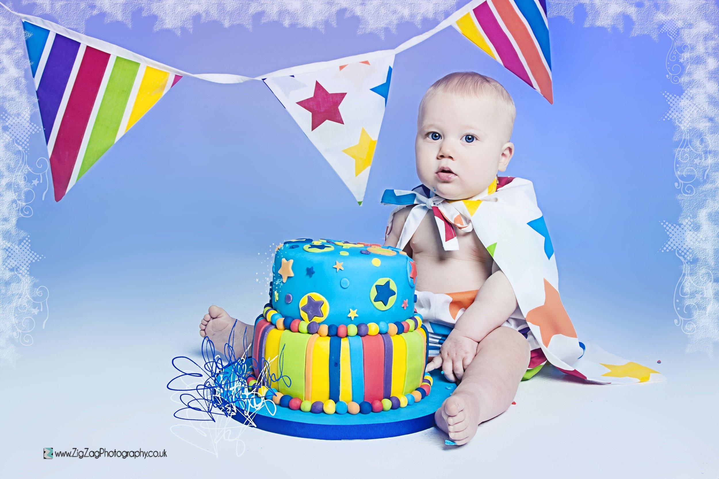 photography-session-leicester-photoshoot-studio-zigzag-cakesmash-cake-smash-buntin-celebrate-birthday-blue-boy-baby-colourful-.jpg